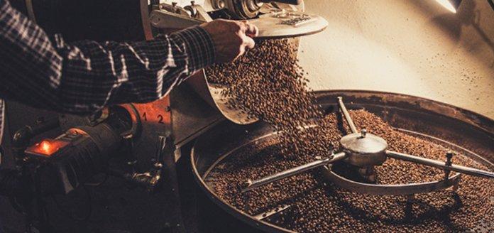 röstung von rohkaffee in trommel