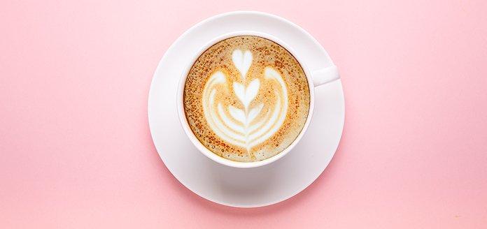 latte art mit blatt