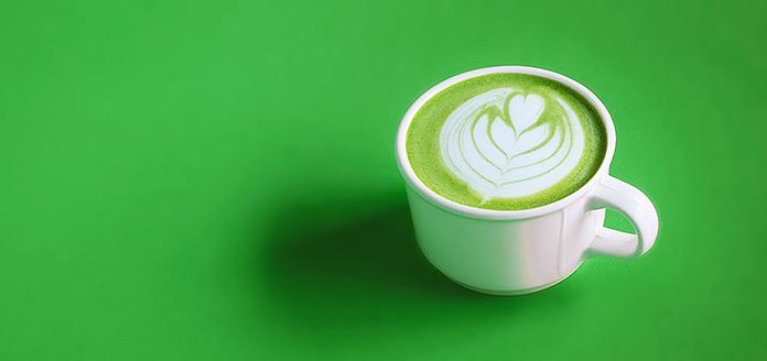 matcha- und kurkuma-latte