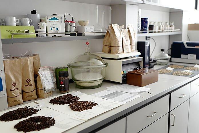 Hier wird der Kaffee auf Herz und Nieren geprüft
