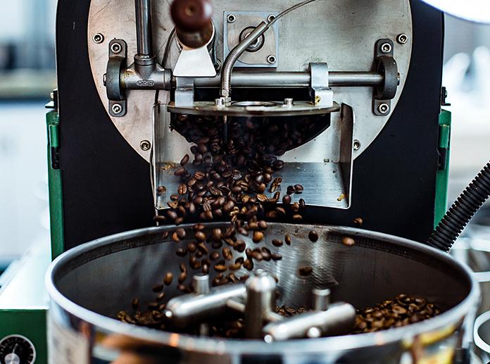 röster beim kaffeerösten