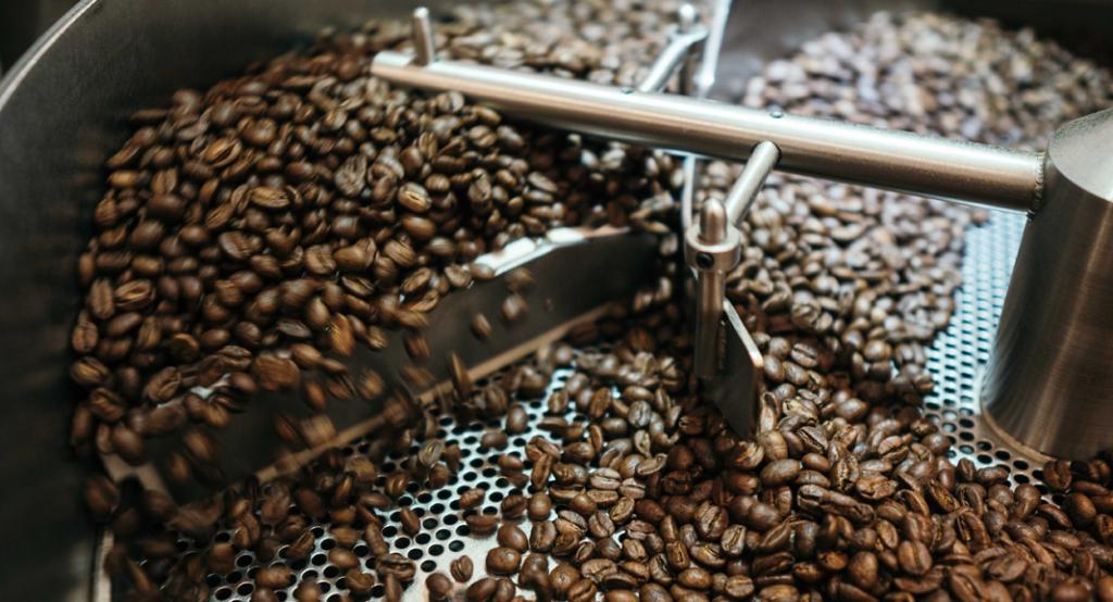 roesttrommel mit kaffeebohnen